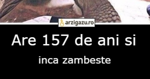 Are 157 de ani si inca zambeste